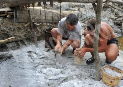 Băile Figa (Bistrița-Năsăud County) — ethnoarchaeological experiment — extracting salt